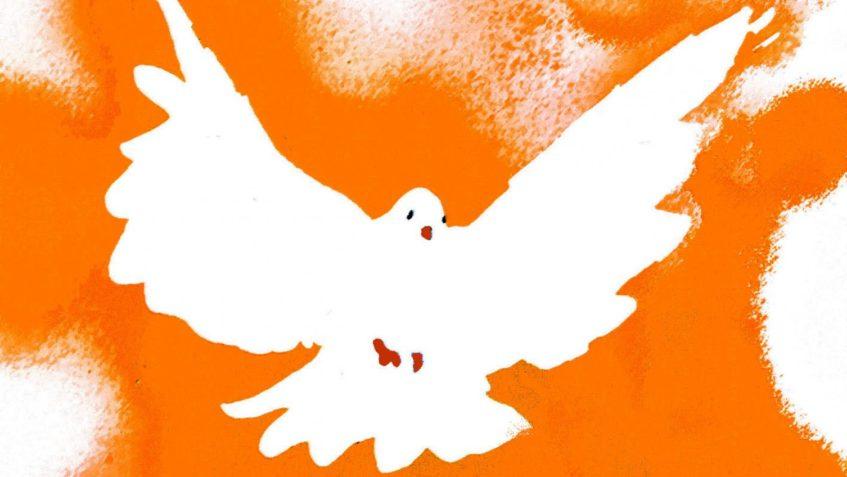 Eine gemalte Taube auf orange-gesprenkelten Hintergrund streckt ihre Flügel aus.