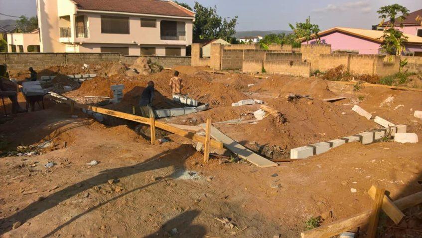 Die Baustelle vom Schulneubau in Ghana.
